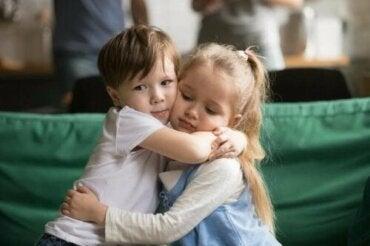 Hoe je je kind kunt leren om zich te verontschuldigen