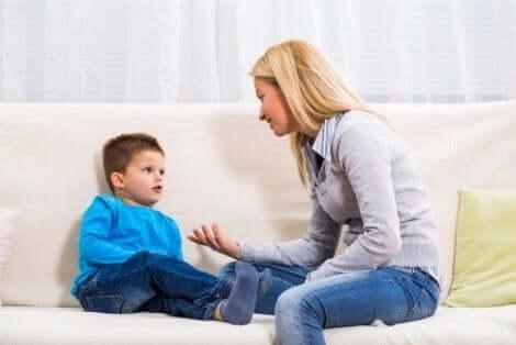 Leg je kinderen uit waarom ze niet op hun nagels moeten bijten