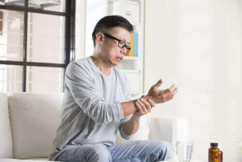 Wat is de oorzaak van gevoelloze handen?