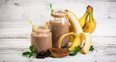 Smoothie met banaan en haver en cacao