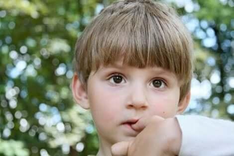 Tips om te voorkomen dat kinderen op hun nagels bijten