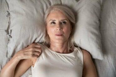 Oorzaken van nachtelijke angst en hoe je deze kunt overwinnen