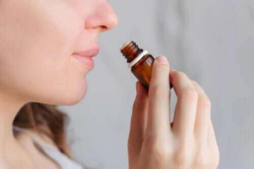 Aromatherapie voor het verlichten van menstruatiepijn