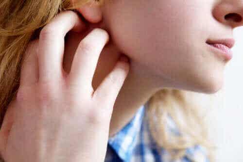 Een jeukende huid of pruritus: symptomen, oorzaken en aanbevelingen