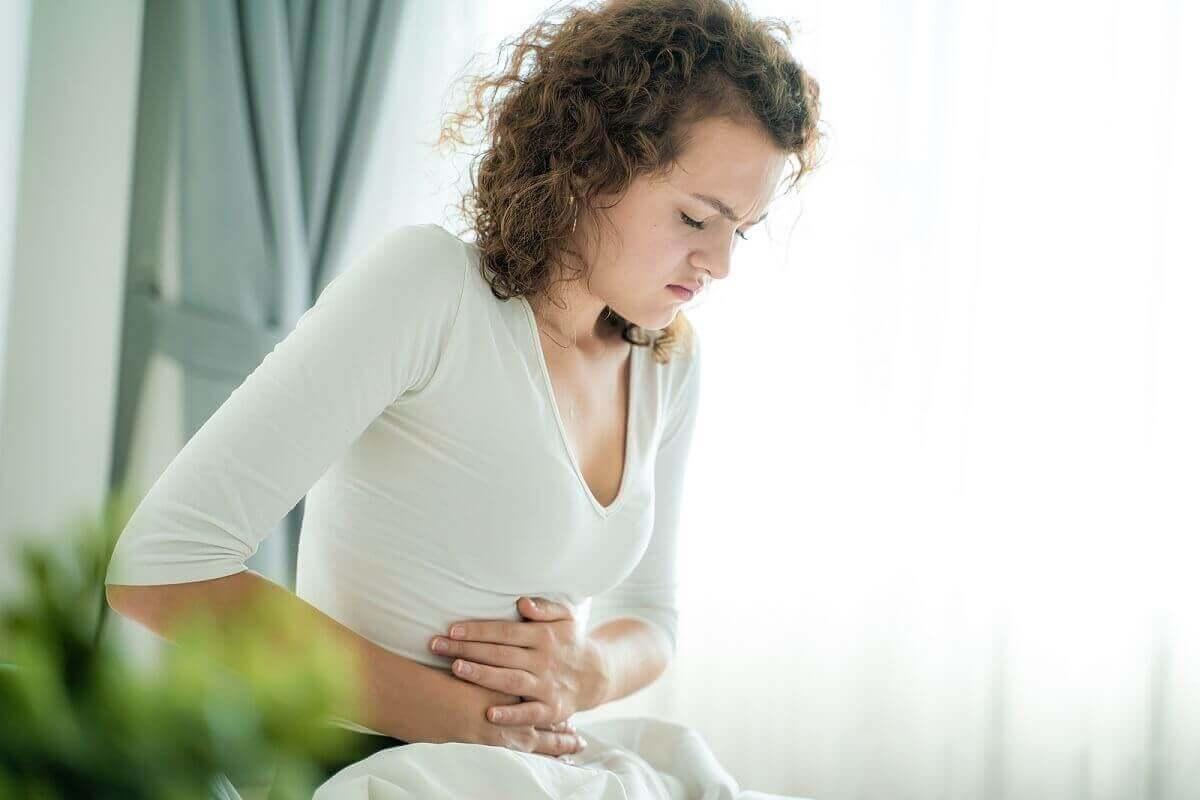 Vrouw met menstruatiepijn