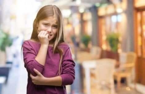 Waarom is het niet goed als kinderen op hun nagels bijten