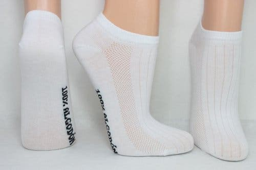 Voeten met witte sokken