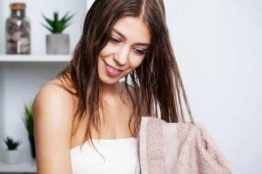 De beste tips om vet haar te wassen