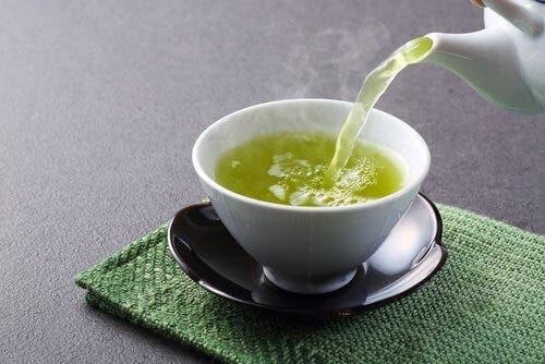 Groene thee helpt ook je lichaam te hydrateren