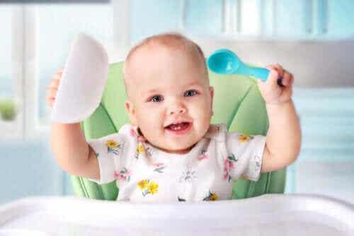 Alles over het introduceren van vast voedsel bij baby's