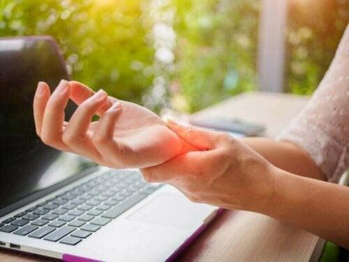 Hoe artritis in je handen te voorkomen: 5 tips