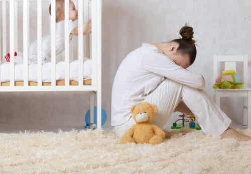 Hoe postpartumdepressie te herkennen en behandelen