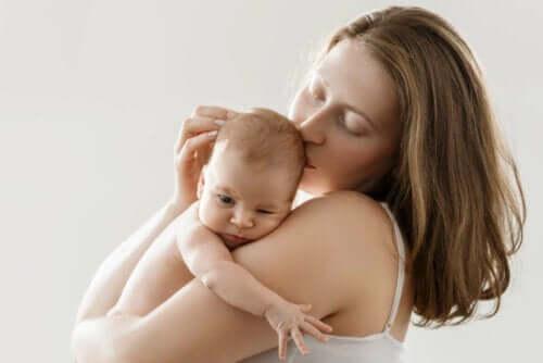 Huid-op-huidcontact is essentieel na de bevalling