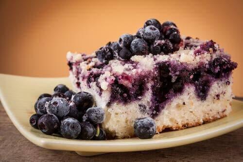 Cake met losse bosbessen