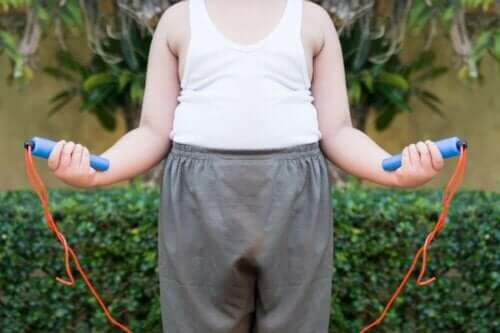 Kind doet aan lichaamsbeweging