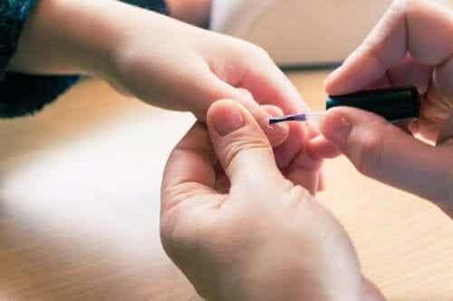 6 remedies om dikke gele nagels te behandelen