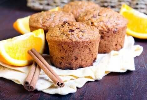 Muffins met sinaasappel en kaneel