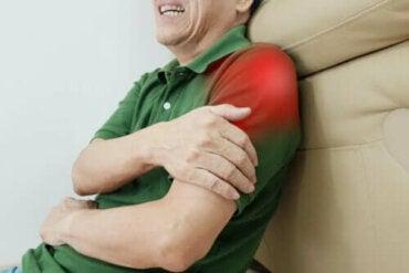 Oefeningen voor een peesontsteking in de schouder