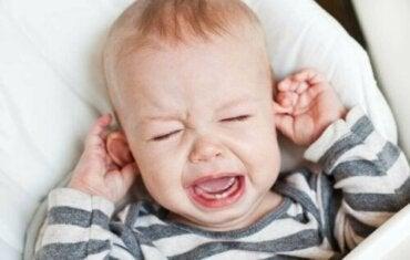 Tips voor het verlichten van een oorontsteking bij kinderen