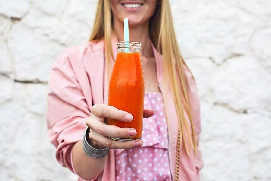 Fles met wortelsap