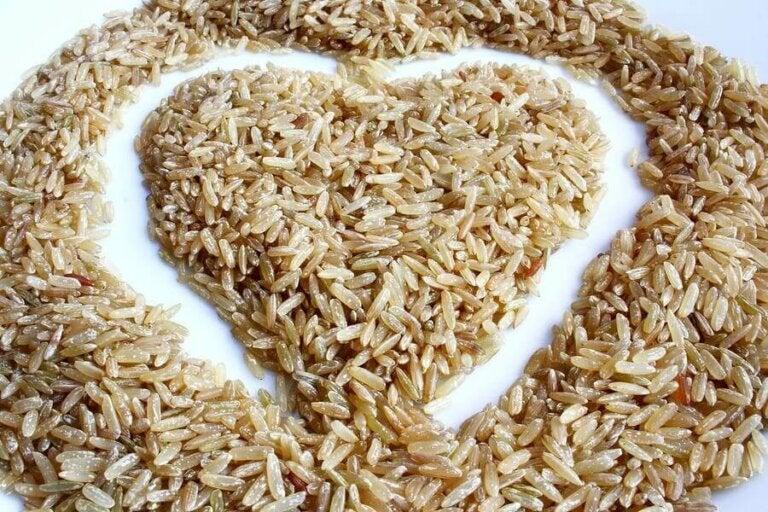 Bruine rijstsalade: heerlijk en laag in calorieën
