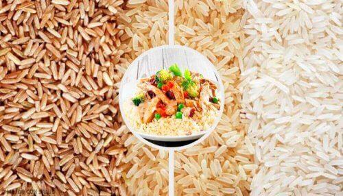 Maak zelf je eigen bruine rijstsalade