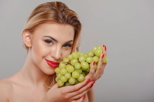 Hoe gebruik je druiven om je huid te verjongen