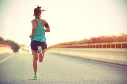 Oorzaken van geïrriteerde tepels tijdens het hardlopen