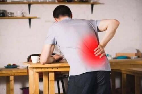 Wat is spondylolisthesis en wat zijn de symptomen?