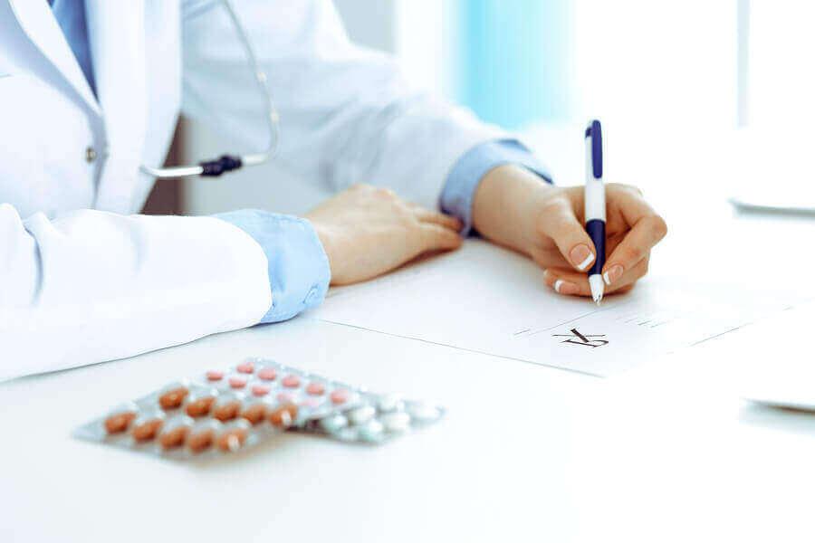 Arts en strippen met pillen