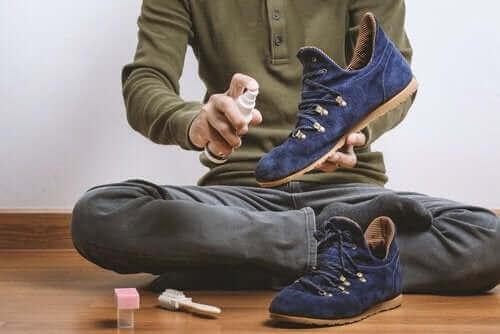 Suéde schoenen reinigen