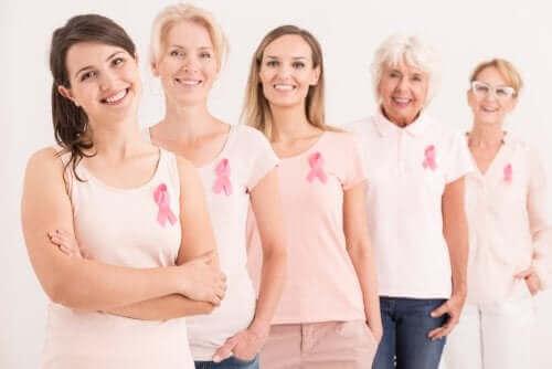 Vrouwen met een pink ribbon