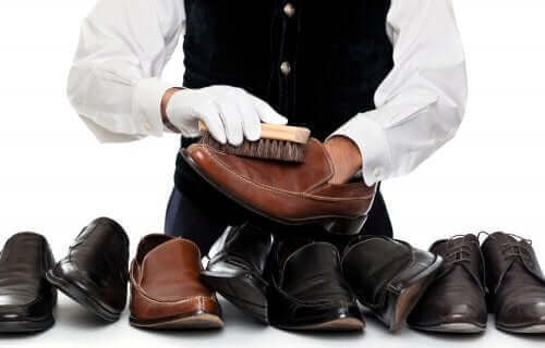Man die schoenen poetst
