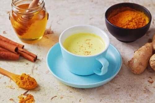 Met een thee van peper en honing hoest bestrijden