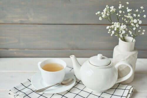 Theepot en een kopje thee