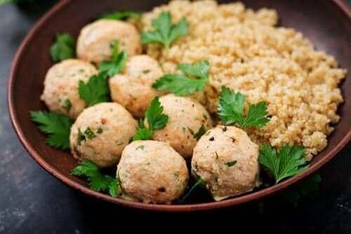 Hoe gehaktballen van quinoa en kikkererwten te maken