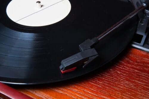 Hoe met vinylplaten te decoreren: 5 originele ideeën