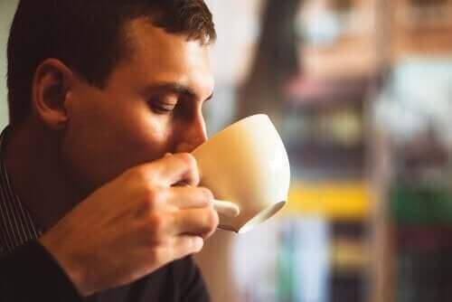 Verboden voedingsmiddelen bij bloeddrukproblemen zoals cafeïne