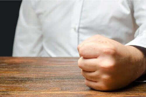 Oorzaken en beheersing van woedeaanvallen