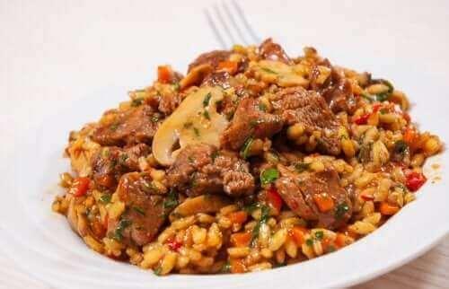 Rijst met kip en champignons