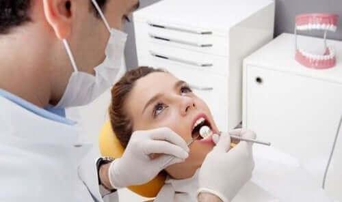 Alleen tandarts kan tandsteen verwijderen