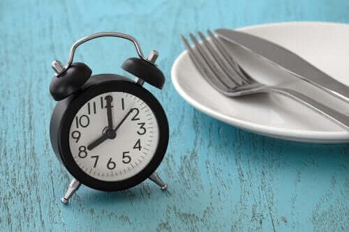 Alles over periodiek vasten of intermittend fasting