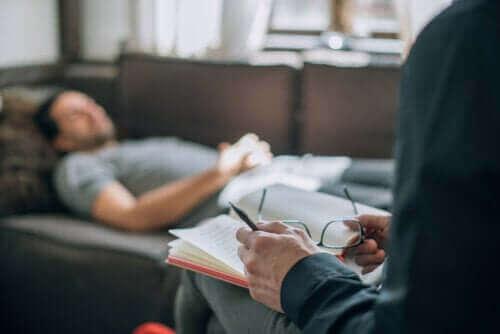 Wat is psychoanalyse precies? Hoe werkt het?