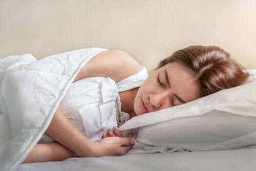 Hoe stuiptrekkingen tijdens de slaap te vermijden