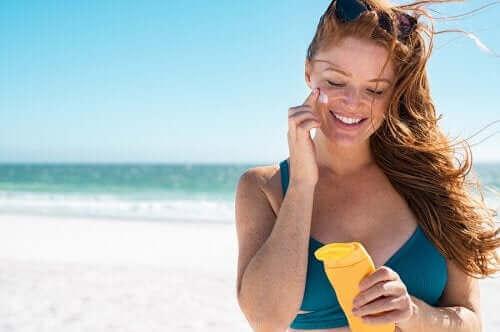 5 richtlijnen om voor je huid te zorgen en zonnebrand te voorkomen