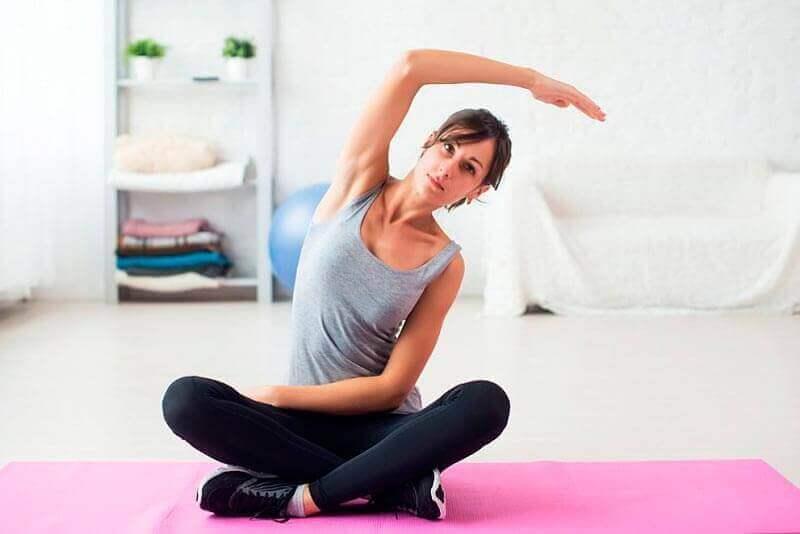 Vrouw doet aan yoga
