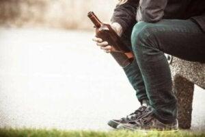 De oorzaken van alcoholisme: gevolgen en behandeling