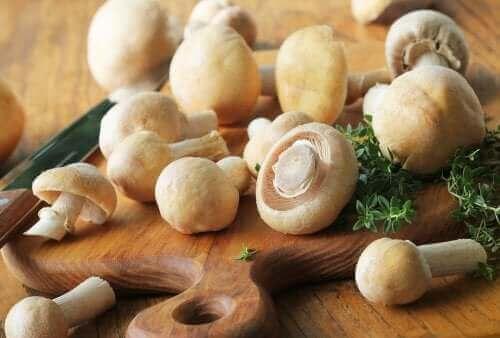 Champignons bevatten weinig calorieën
