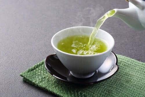 Groene thee is een van de andere vier ontspannende infusies