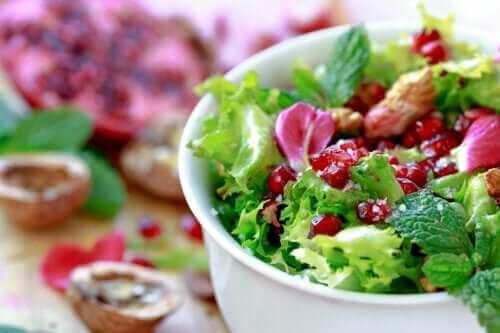 Snel recept voor salade van andijvie en granaatappel